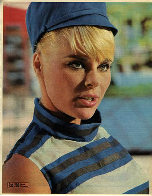 ELKE SOMMER approx 10X13 inch pinup poster size press cutting/clipping 1967 Original